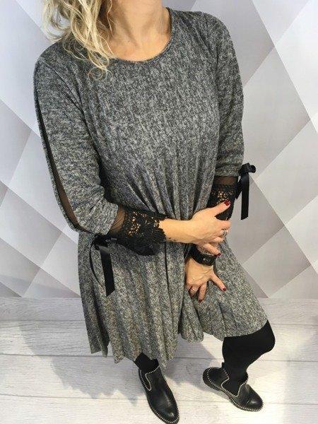 Sukienka grafitowa w plisy z dodatkiem tiulu.