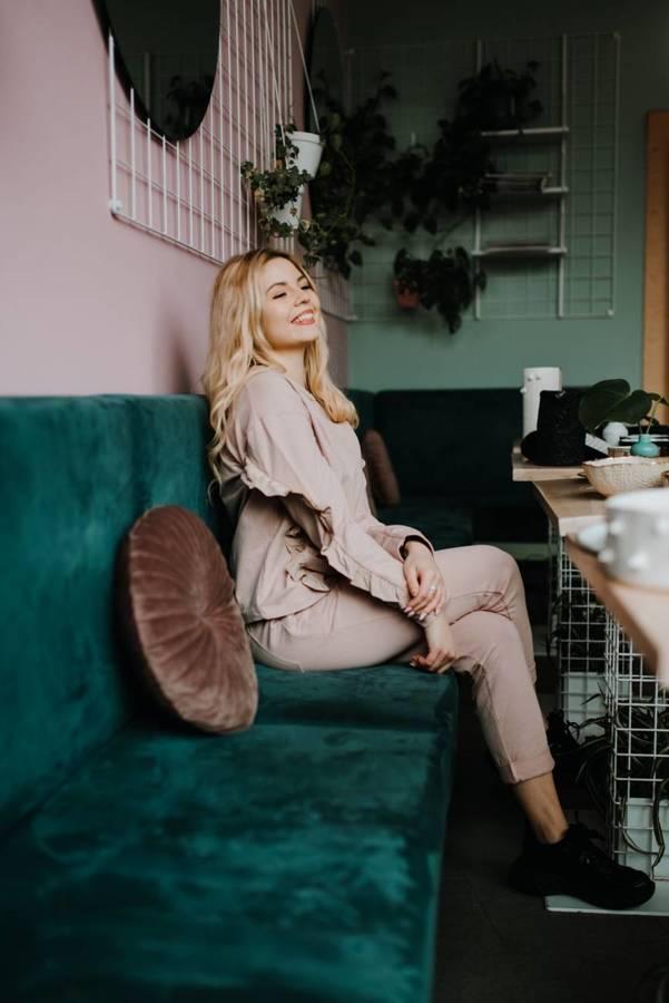 Cudownie kobiece spodnie z dodatkiem tafty