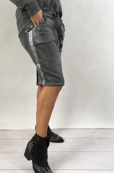 Spódnica szara w srebrny prążek