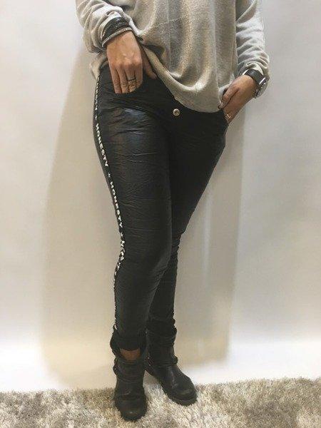 Spodnie czarne eko skóra lampas napisy L