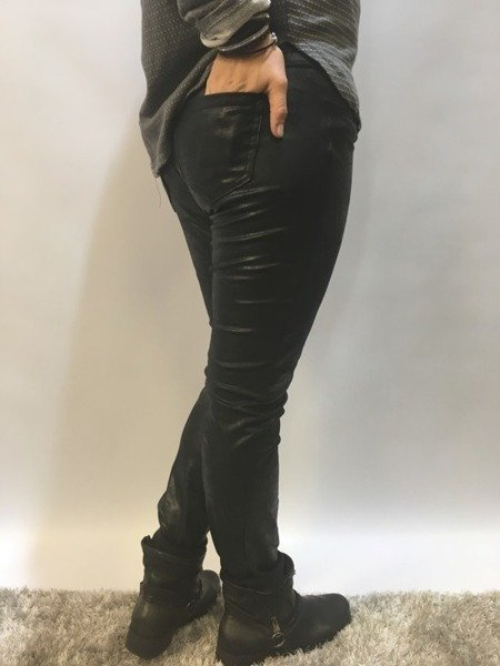 Spodnie z eko skóry L