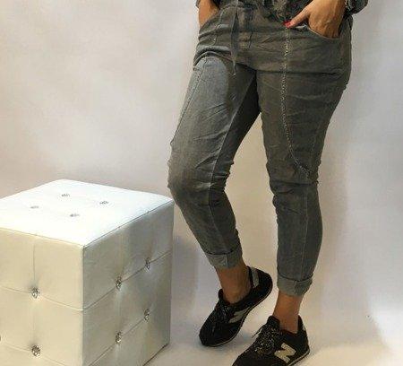 Spodnie ze srebrnymi obszyciami