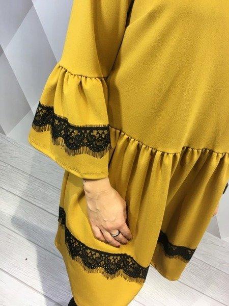 Sukienka miodowa z koronką