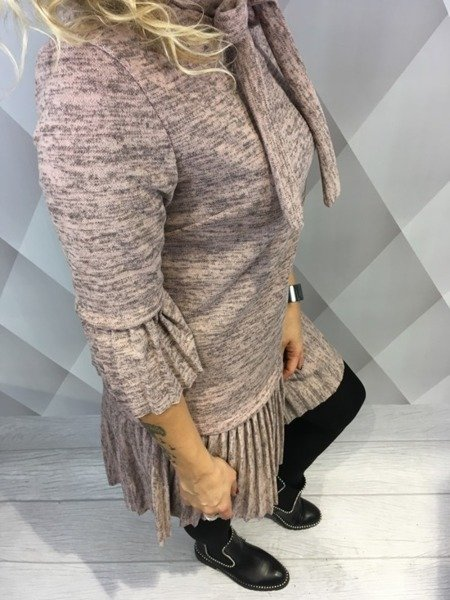 Sukienka różowa z plisowanym dołem