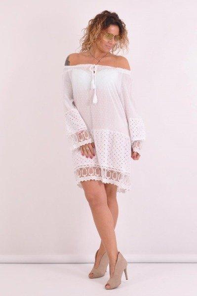 Sukienka w białe kropki z koronką