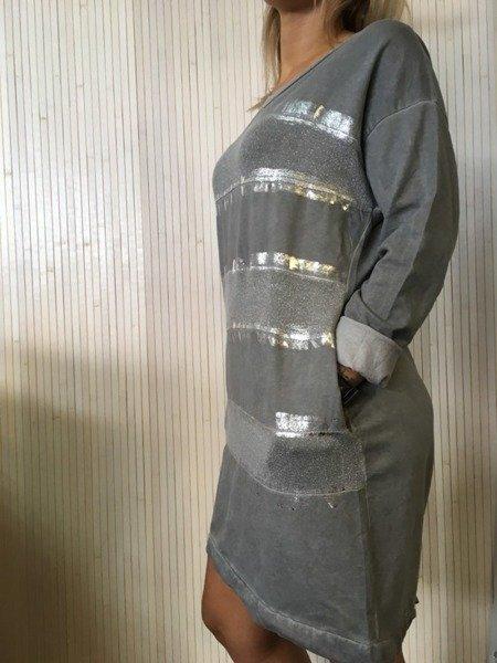 Suknia w pasy srebrne