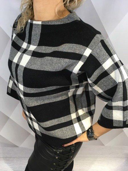 Sweter w czarną kratę