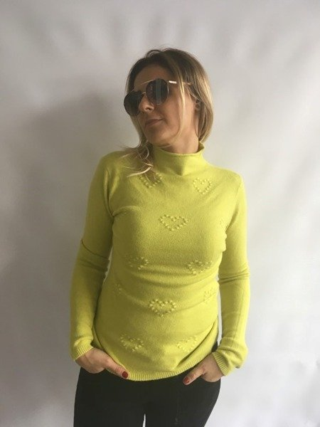 Sweter w wytłaczane serca